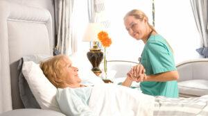 Сиделка для больного после инсульта