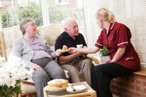 Сиделка для пожилой семейной пары